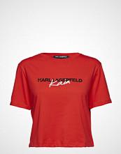 Karl Lagerfeld Karl Lagerfeld-Karl X Kaia Cropped T-Shirt T-shirts & Tops Short-sleeved Rød KARL LAGERFELD