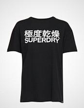 Superdry Character Logo Macro Portland Tee T-shirts & Tops Short-sleeved Svart SUPERDRY