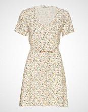 Envii Enfairfax Ss Dress Aop 6646 Knelang Kjole Creme ENVII