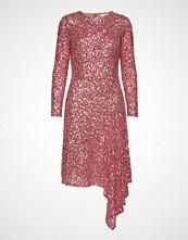 Notes du Nord Lavish Drape Dress Knelang Kjole Rosa NOTES DU NORD