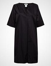 Hope Mono Dress Knelang Kjole Svart HOPE