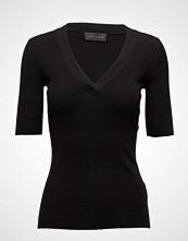 Storm & Marie Nap-V T-shirts & Tops Short-sleeved Svart STORM & MARIE