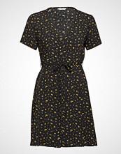 Envii Enfairfax Ss Dress Aop 6601 Knelang Kjole Svart ENVII