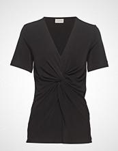 By Malene Birger Ciia T-shirts & Tops Short-sleeved Svart BY MALENE BIRGER