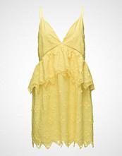 By Malina Neela Dress Kort Kjole Gul BY MALINA
