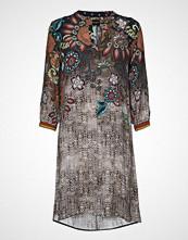Sand 3674 - Dinora Dress Knelang Kjole Brun SAND