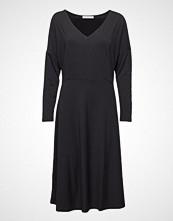 Violeta by Mango V-Neckline Dress Knelang Kjole Svart VIOLETA BY MANGO