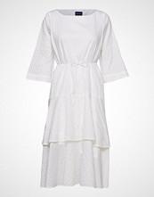 Gant O2. Pp Sateen Striped Ruffle Dress Knelang Kjole Hvit GANT