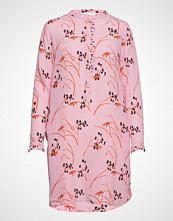 Coster Copenhagen Shirt Dress In Hibiscus Print Knelang Kjole Rosa COSTER COPENHAGEN