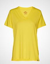 Mads Nørgaard Organic Favorite Trimmy V T-shirts & Tops Short-sleeved Gul MADS NØRGAARD