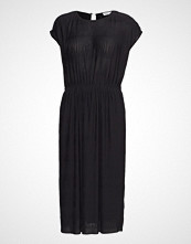 Filippa K Wave Pliss Dress Knelang Kjole Svart FILIPPA K