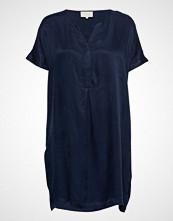Minus Concella Dress Knelang Kjole Blå MINUS