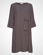 Masai Nonie Dress Knelang Kjole Lilla MASAI