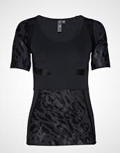 Adidas by Stella McCartney Run Tee T-shirts & Tops Short-sleeved Svart ADIDAS BY STELLA MCCARTNEY
