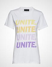 Storm & Marie Unite-Grade-Tee T-shirts & Tops Short-sleeved Hvit STORM & MARIE