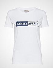 Baum Und Pferdgarten Jerry T-shirts & Tops Short-sleeved Hvit BAUM UND PFERDGARTEN