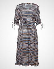 Scotch & Soda Midi Length Dress With V-Neck And Ruffles Knelang Kjole Blå SCOTCH & SODA