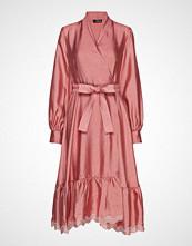 Stine Goya Niki, 636 Textured Poly Knelang Kjole Rosa STINE GOYA