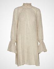 by Ti Mo Delicate Shift Dress Knelang Kjole Creme BY TI MO