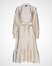 Stine Goya Niki, 636 Textured Poly Knelang Kjole Creme STINE GOYA