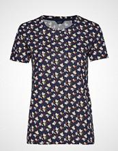 Gant D1. Aop T-Shirt T-shirts & Tops Short-sleeved Blå GANT