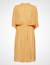 Second Female Sharon Ss Dress Knelang Kjole Gul SECOND FEMALE