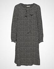 Masai Noor Dress Knelang Kjole Grå MASAI