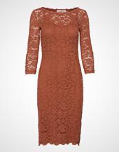 Rosemunde Dress 3/4s Knelang Kjole Brun ROSEMUNDE