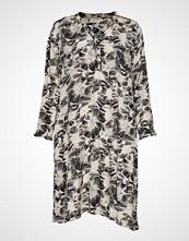 Masai Nita Dress Knelang Kjole Multi/mønstret MASAI
