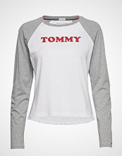 Tommy Hilfiger Ls Tee Slogan T-shirts & Tops Long-sleeved Hvit TOMMY HILFIGER