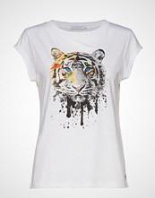 Coster Copenhagen T-Shirt W. Tiger Print T-shirts & Tops Short-sleeved Hvit COSTER COPENHAGEN