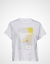 Calvin Klein Box Floral Graphic Tee T-shirts & Tops Short-sleeved Hvit CALVIN KLEIN