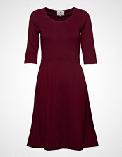 Lexington Clothing Scarlett U-Neck Dress Knelang Kjole Rød LEXINGTON CLOTHING