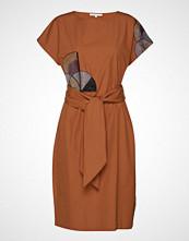 POSTYR Posbarbara Dress Knelang Kjole Oransje POSTYR