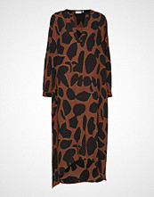 Coster Copenhagen Dress W. Long Sleeves In Lava Print Knelang Kjole Brun COSTER COPENHAGEN