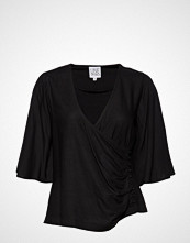 Line Of Oslo Beth Solid T-shirts & Tops Short-sleeved Svart LINE OF OSLO