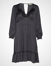 Odd Molly Hello New Love Dress Knelang Kjole Svart ODD MOLLY