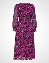 By Malina Sancia Dress Knelang Kjole Rosa BY MALINA