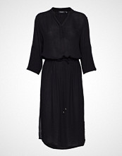 Soaked in Luxury Zaya Dress Knelang Kjole Svart SOAKED IN LUXURY