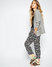 Maison Scotch Soft Tailored Trousers in Floral Print