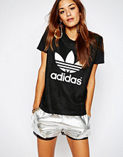 Adidas Originals Adicolor Deluxe Leather T-Shirt With Trefoil Logo