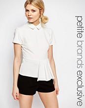 Alter Petite Short Sleeve Collar Top With Pleat Hem Detail