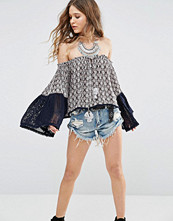 Glamorous Off Shoulder Top With Wide Lace Sleeves In Tile Print