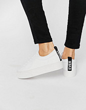 Pull&bear Message Trainer