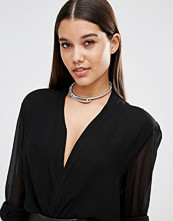 Missguided Metal Clasp Detail Choker