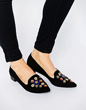 Glamorous Black Pointed Toe Embellished Flat Shoes