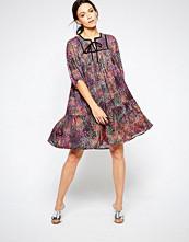 Ivana Helsinki Asta Tie Neck Printed Dress