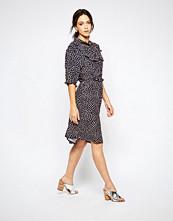 Ivana Helsinki Saara Tie Neck Printed Dress