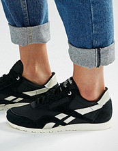 Reebok Classic Trainers In Black With Silver Trim