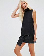 Minimum Emalie High Neck Sleeveless Top